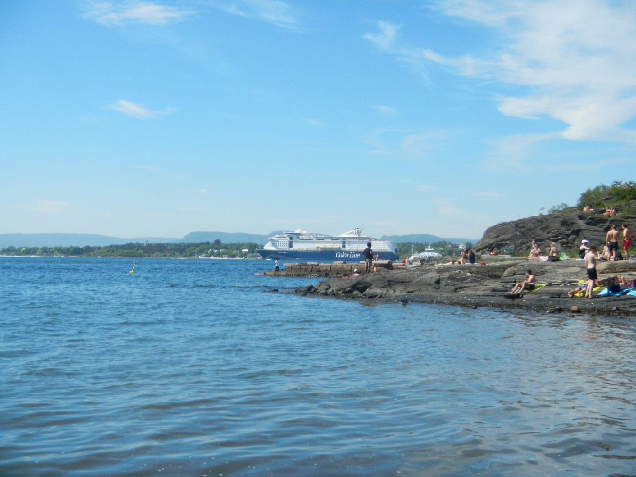 Kayaking along the islands
